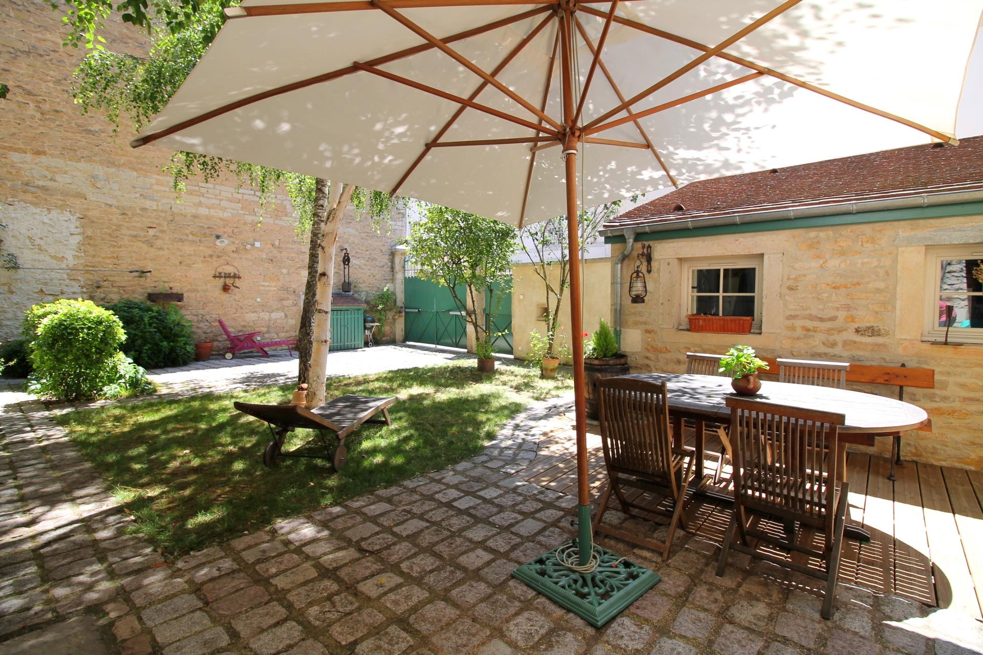 vente Vente maison de ville avec jardin et stationnement DIJON CENTRE